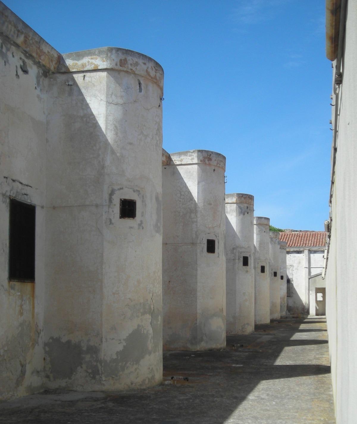 interno delle mura del carcere.jpg